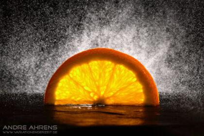 Foto einer halben Orangenscheibe